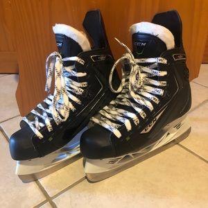 Bauer ribcor 42k hockey skate